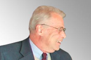 Robert W. Swaim 博士